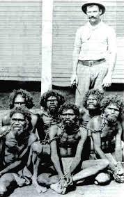 esclavos encadenados y eclavista