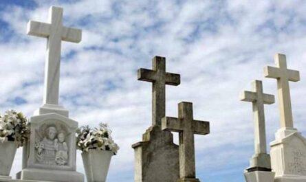 Cruces de cementerio difuntos